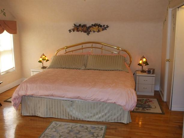Photo 3 - Carbonnel Bed and Breakfast