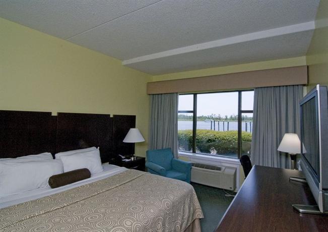 Photo 2 - BEST WESTERN Coastline Inn