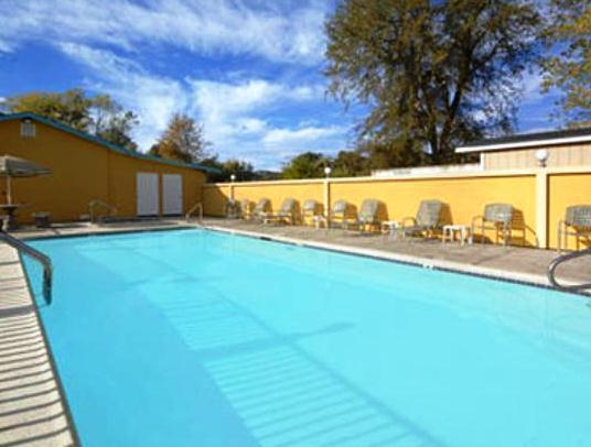 Photo 3 - Super 8 Motel Upper Lake