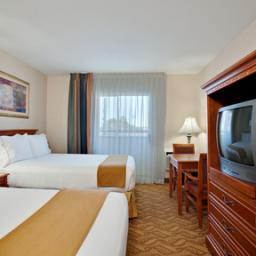 Photo 2 - Holiday Inn Express Hotel & Suites Pasadena-Colorado Blvd.