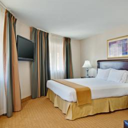 Photo 3 - Holiday Inn Express Hotel & Suites Pasadena-Colorado Blvd.