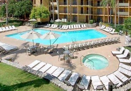 Photo 2 - Embassy Suites Hotel Palm Desert Resort