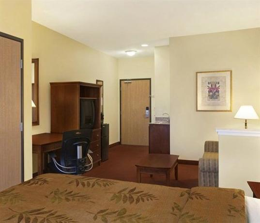 Photo 1 - BEST WESTERN PLUS I-5 Inn & Suites