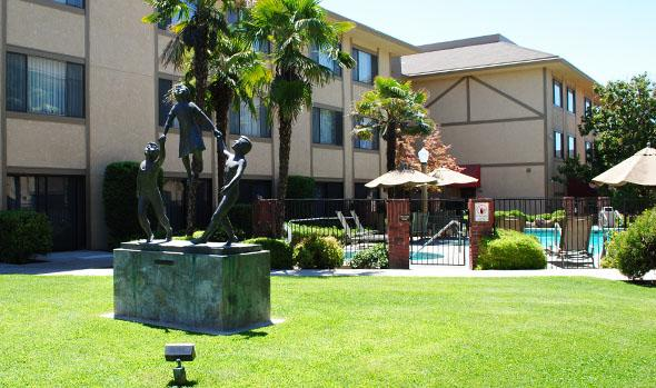 Photo 2 - University Square Hotel