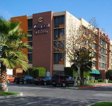 Photo 1 - Clarion Hotel Bakersfield