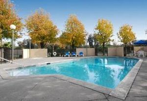 Photo 3 - Clarion Hotel Bakersfield