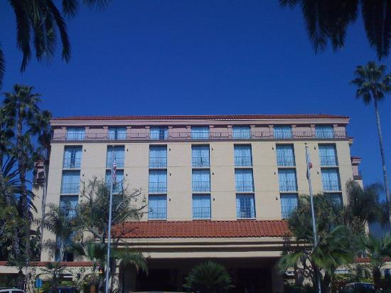 Photo 2 - Embassy Suites Hotel Arcadia - Pasadena Area