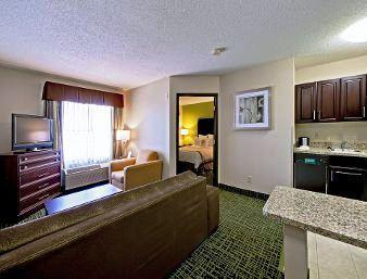 Photo 3 - Hawthorn Suites by Wyndham Cedar Rapids