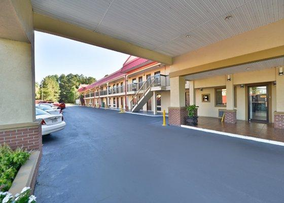 Photo 1 - Econo Lodge Richmond Hill