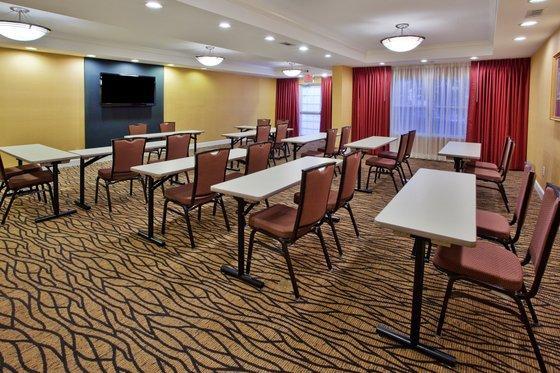 Photo 1 - Country Inn & Suites Atlanta-Airport North