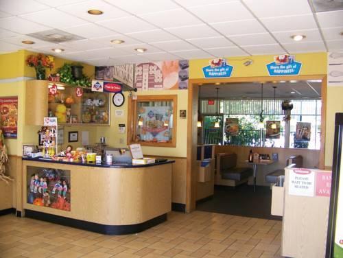 Photo 2 - Budget Inn & Suites Orlando West