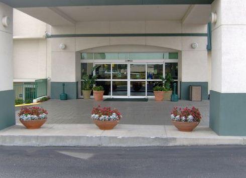Photo 2 - Wyndham Garden Tallahassee Capitol