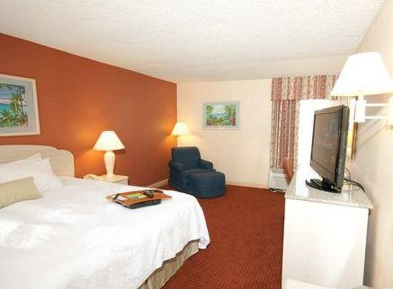 Photo 1 - Hampton Inn Sarasota - I-75 Bee Ridge