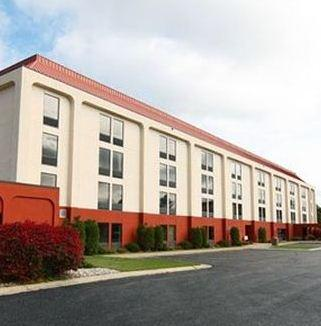 Photo 2 - Hampton Inn Cadillac