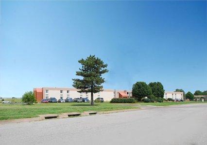 Photo 2 - Quality Inn South Wichita