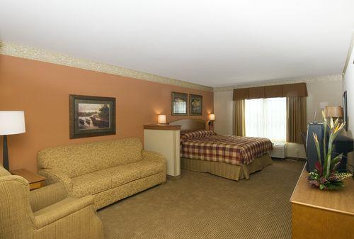 Photo 3 - Country Inn & Suites Portage