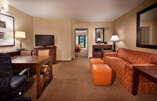 Photo 3 - Embassy Suites Indianapolis North