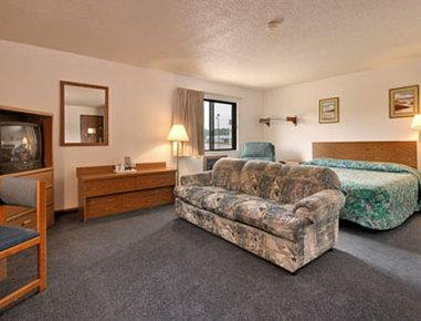 Photo 3 - Oskaloosa Super 8 Motel