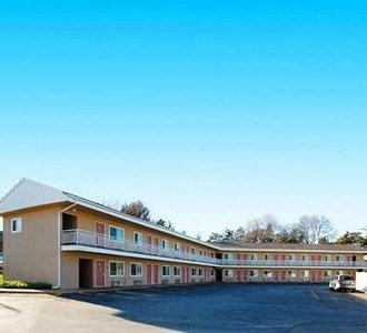 Photo 1 - Econo Lodge West Dodge