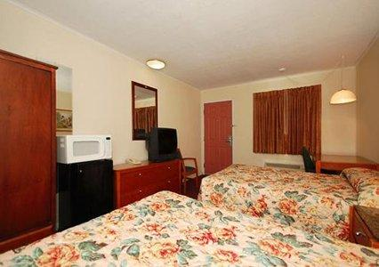 Photo 3 - Econo Lodge West Dodge