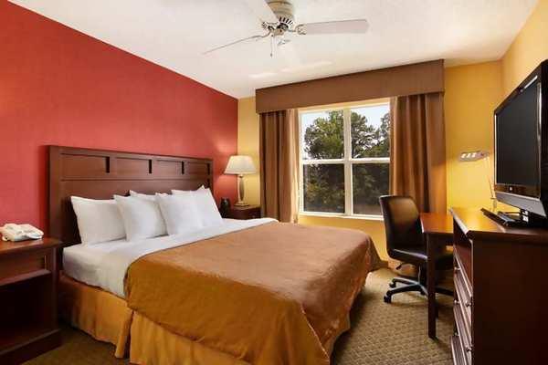 Photo 2 - La Quinta Inn & Suites Raleigh Crabtree