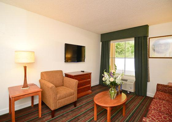 Photo 3 - Quality Inn & Suites Biltmore East