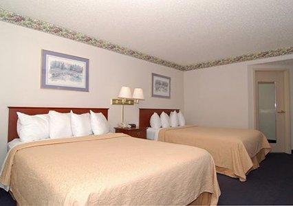 Photo 2 - Quality Inn & Suites Biltmore South