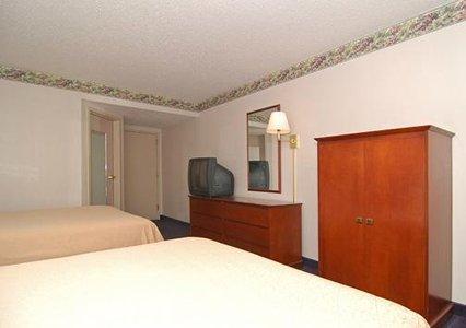 Photo 3 - Quality Inn & Suites Biltmore South