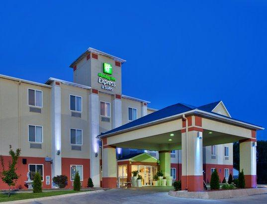Photo 2 - Holiday Inn Express Hotel & Suites Hannibal