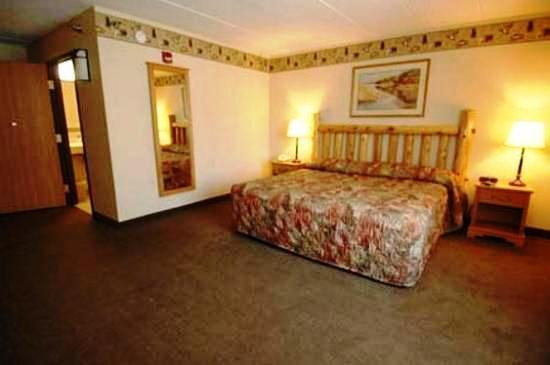 Photo 2 - Gateway Lodge & Suites