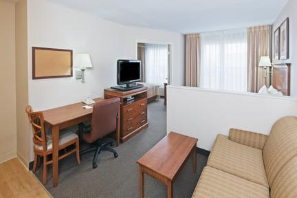 Photo 2 - Candlewood Suites - Dallas Market Center