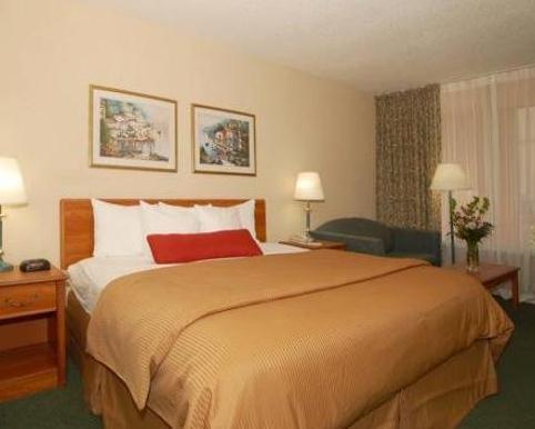Photo 3 - Clarion Hotel Airport Oklahoma City