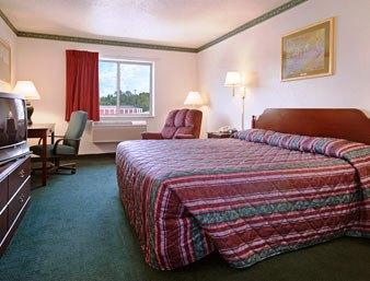Photo 3 - Days Inn Toledo Airport