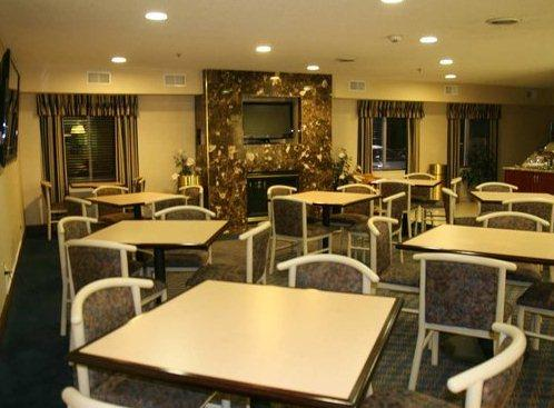 Photo 2 - Hampton Inn Sandusky-Central