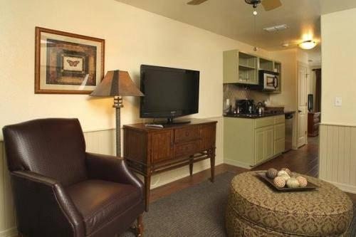 Photo 3 - Hill Country Inn & Suites