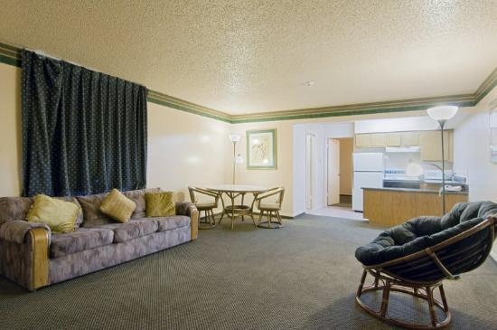 Photo 2 - Americas Best Value Inn And Suites Lewisville