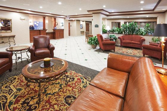 Photo 2 - Holiday Inn Express Hotel & Suites Dallas Lewisville