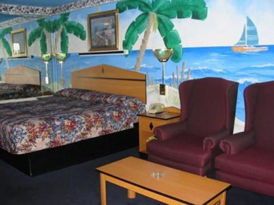Photo 2 - Moonlight Inn and Suites
