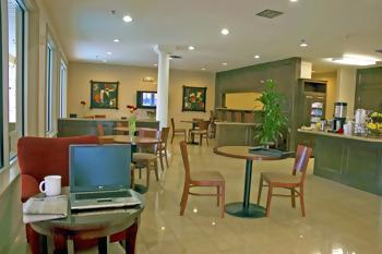 Photo 2 - BEST WESTERN Plaza Hotel & Suites at Medical Center Houston