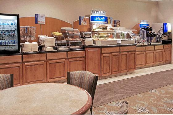 Photo 2 - Holiday Inn Express Conroe