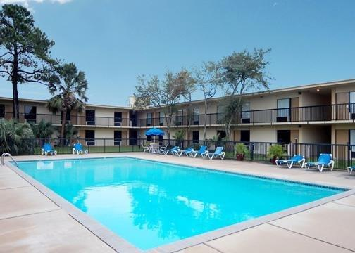 Photo 2 - Quality Inn Baytown