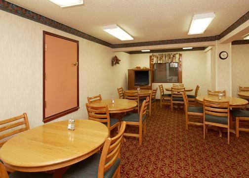 Photo 1 - Ritz Airport Plaza Hotel Amarillo