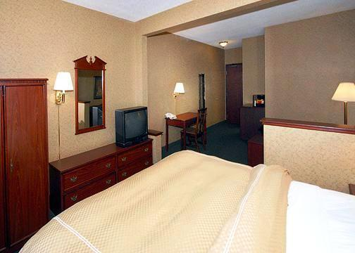 Photo 3 - Clarion Suites Central
