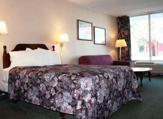 Photo 1 - Econo Lodge Carlisle