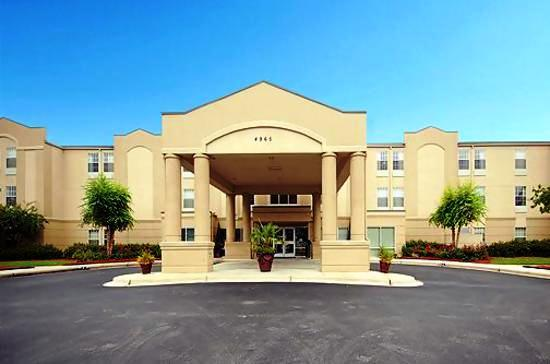Photo 2 - Comfort Inn & Suites Colonnade