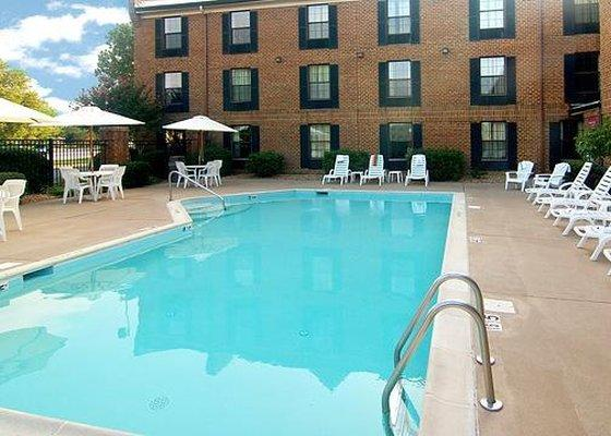 Photo 2 - Comfort Inn Hotel Newport News