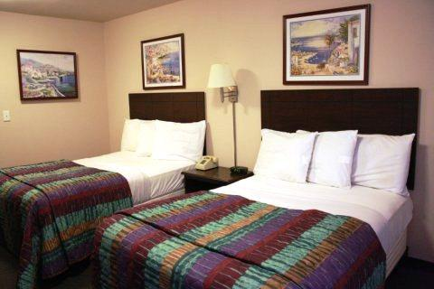 Photo 2 - Savannah Suites Newport News