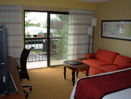 Photo 2 - Courtyard by Marriott Fairfax Fair Oaks