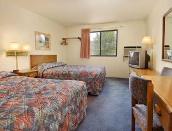 Photo 1 - Grand Forks Super 8 Motel