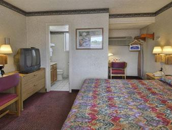 Photo 3 - Howard Johnson Express Inn - Sandusky Milan Rd.
